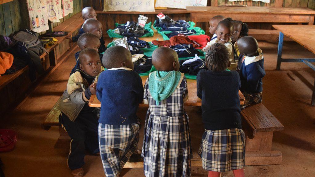 Schuluniformen zum Schulanfang
